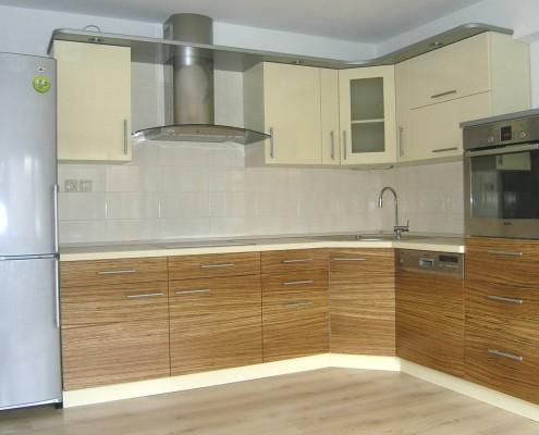 Bézs színű konyhabútor